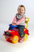 Odrážedlo auto Jeep Yupee červené 53,5x48,3x26cm v krabici od 12 do 35 měsíců Teddies