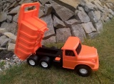 Tatra 148 oranžová