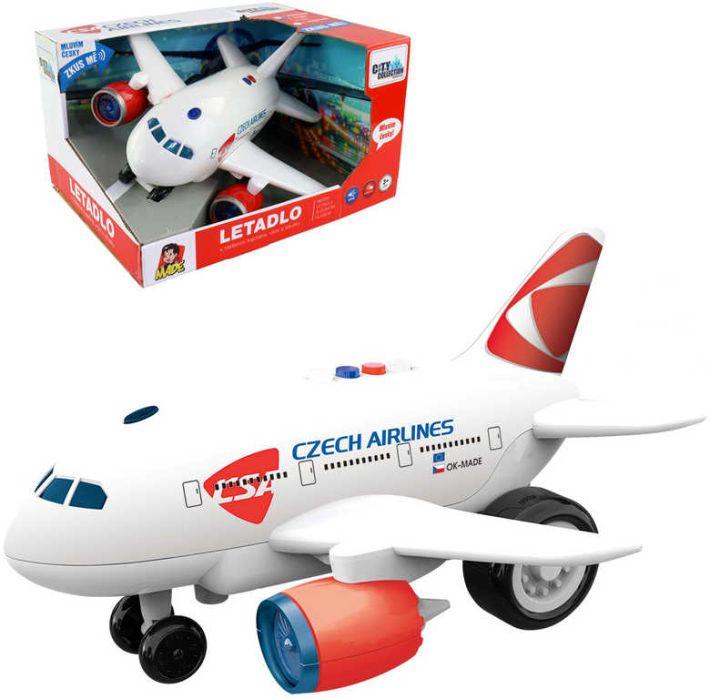 Letadlo s hlášením kapitána, věže a letušky MaDe