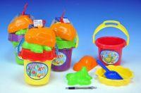 Sada na písek - kbelík, sítko, lopatka, 2 bábovky plast asst 4 barvy v síťce od 18 měsíců